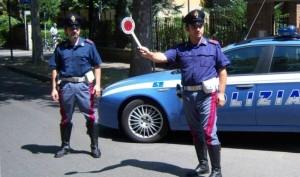 """Locri (Rc). Non si ferma all' """"Alt"""" della Polizia Stradale: arrestato un giovane"""