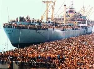 VLORA 20.000 albaresi molo di bari agosto 1991