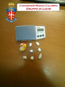 """San Luca (Rc). Operazione """"Jamaica"""": tenta di disfarsi di 15 grammi di cocaina custoditi nella propria abitazione. Arrestato."""