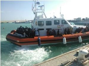 Guardia Costiera soccorre 113 migranti a bordo di un motopeschereccio a circa 110 miglia a largo di Capo Spartivento (Rc)