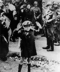BAMBINO MANI ALZATE GHETTO VARSAVIA 1943