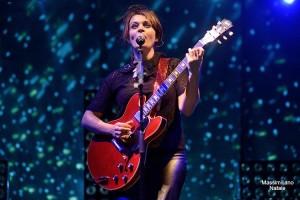 In migliaia a Pianopoli (Cz) per il live rock di Carmen Consoli