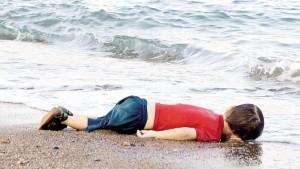 aylan morto foto di Nilufer Demir - DHA-Reuters - LaStampa.it 3 settembre 2015