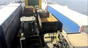 FOTO 7 - mezzi del genio militare imbarcati sui traghetti dello stretto di Messina