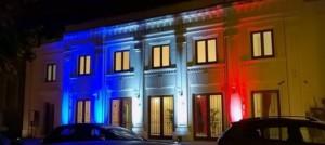 Trifiletti iluuminato con bandiera francese