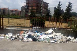 strade sporche e discariche a san giovanni galermo   (2)