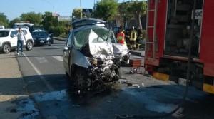 """S. Andrea dello Jonio (Cz). Nell'ennesimo tragico incidente stradale sulla """"strada della morte"""" perdono la vita due giovani ragazzi. Le foto."""