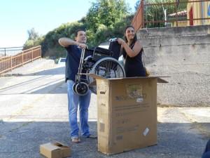 Chiaravalle Centrale (Cz). Regalata una sedia a rotelle alla sede provinciale dell'UILDM.