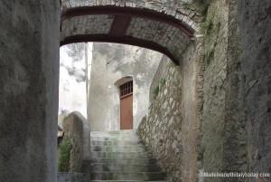 Badolato borgo - particolare ingresso casa con scalinata