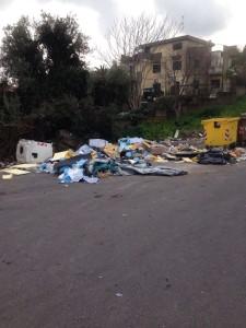 """Catania. Consigliere Comunale Sebastiano Anastasi: """"Discarica davanti scuola """"Petrarca"""", fotografia di una città che naufraga tra i rifiuti!"""""""