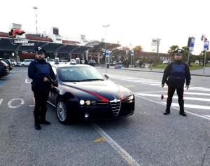 Lamezia Terme (Cz). Rompe il finestrino dell'auto e ruba al suo interno. Arrestato dai Carabinieri.