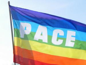 Bandiera Pace sventola