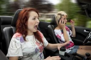 Telefono alla guida: in arrivo la sospensione della patente fino a tre mesi