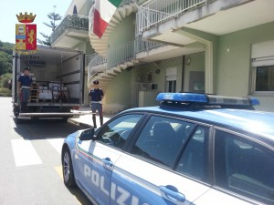 Messina. La Polizia di Stato sequestra oltre 2.000 Kg.  di alimenti pericolosi per la salute pubblica. Denunciate  due  persone.