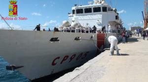 Reggio Calabria. Sbarchi: la Polizia di Stato notifica 63 decreti di respingimento e ordine di abbandonare l'Italia