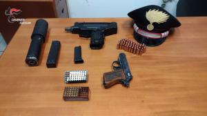Gruppo Carabinieri di Locri (Rc). Roccella Jonica, deteneva anche armi da guerra. Arrestato un 38enne del posto.