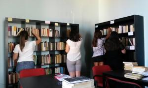 """Roccella Jonica (Rc). Scholé inaugura la biblioteca. Un progetto di alternanza scuola-lavoro con il Liceo Scientifico """"P. Mazzone"""""""