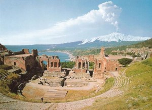 teatro-greco-di-taormina-etna-mare