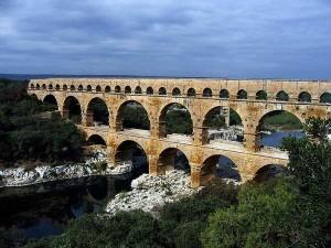 acquedotto-romano-in-provenza-francia