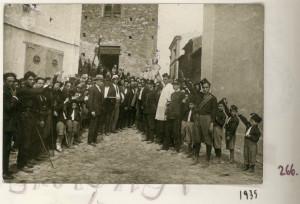 badolato-1935-saluto-fascista-davanto-statua-sanita-piazza-san-nicola