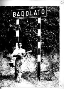 badolato-1950-insegna-stradale-ingresso-paese-con-mandolino