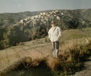 leopoldo-davanti-al-borgo-di-badolato
