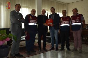 """Reggio Calabria. Polizia di Stato: Questura aperta ai volontari di AISM. Condiviso il motto dell'iniziativa: """"Insieme, una conquista dopo l'altra"""""""