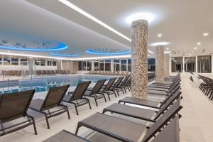piscina-interna-sdraio-hvt-abano