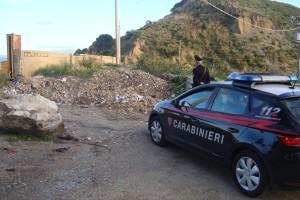 Messina. Sorpreso dai Carabinieri mentre getta materiale di risulta con un furgone in zona Portella Arena.