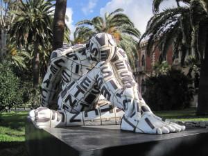 una-delle-tre-sculture-di-rabarama-sul-lungomare-di-reggio-calabria