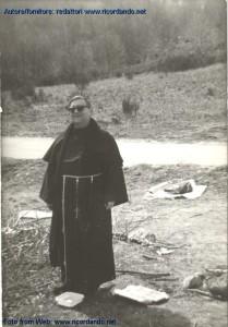 padre-silvano-lanaro-parroco-di-badolato-marina-pasquetta-1975-lago-lacina-in-calabria