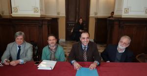 tavolo-conferenza-stampa