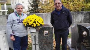 Lettere a Tito n. 199. A Terragnolo (Trento) fiori sulla tomba di Padre Silvano Lanaro amato parroco di Badolato Marina, di Squillace Marina e noto a Catanzaro Lido.
