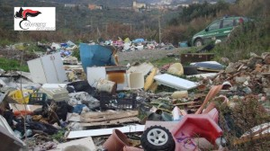 Magisano (Cz). Abbandono e deposito illecito di rifiuti urbani e speciali in terreno di proprieta' dell'Asp di Catanzaro.