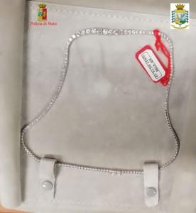 Aeroporto di Reggio Calabria: denunciato per ricettazione un uomo trovato in possesso di 60 carati di diamanti nascosti nel bagaglio a mano