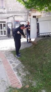 Chiaravalle Centrale (Cz). Sindaco e cittadini netturbini volontari. Vie paese ripulite di erbacce e rifiuti per Giornata della terra