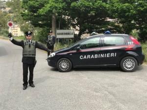 Guardavalle (CZ). Percuote il padre con la sedia e punta il coltello alla gola della madre: arrestato un 49enne dai Carabinieri