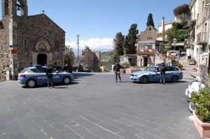 Taormina (Me). La Polizia intensifica i controlli contro la vendita di prodotti contraffatti.