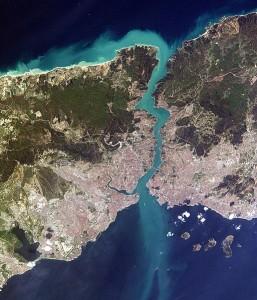 veduta-aerea-stretto-del-bosforo-con-la-metropoli-di-istanbul