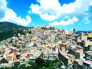 """San Piero Patti (Me). Approvato il progetto delle """"case a 1 euro""""."""