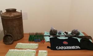Mammola (Rc). Rinvenute armi, munizioni, stupefacenti e denaro in area montana. Sequestro dei carabinieri forestali.