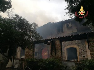 Incendio distrugge agriturismo a Guardavalle