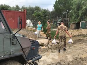 Ramacca (Ct). Tavolo tecnico al Comune. L'esercito porta generi alimentari alla popolazione colpita dall'alluvione.