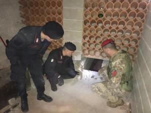 Locride (Rc). Carabinieri: rinvenuto bunker, sequestro droga, due arresti e quattro denunce.