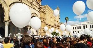 palloncini-bianchi-cattedrale-palermo-funerali-06-nov-2018