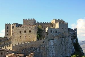 Caccamo (Pa). Incontro culturale al Castello e rievocazione storica: il Medioevo, storia e mito degli ordini cavallereschi.