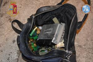 Reggio Calabria. Polizia di Stato: Controlli massivi nel quartiere di Ciccarello. Rinvenute munizioni all'interno di una cabina enel.