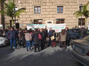 Milazzo (Me). In piazza i lavoratori precari del comune. Cisl Fp: «a rischio il futuro di 162 famiglie e il funzionamento del Comune»