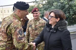 Il Ministro della difesa in visita ai reparti dell'esercito a Catania e Messina.
