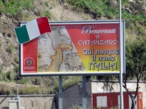 foto-prima-italia-cartello-benvenuti-a-cz-2013